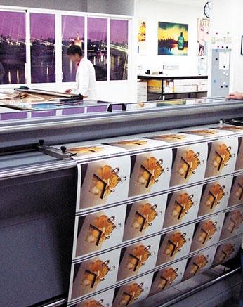 impresión digital sobre papel fotográifico en grandes cantidades.